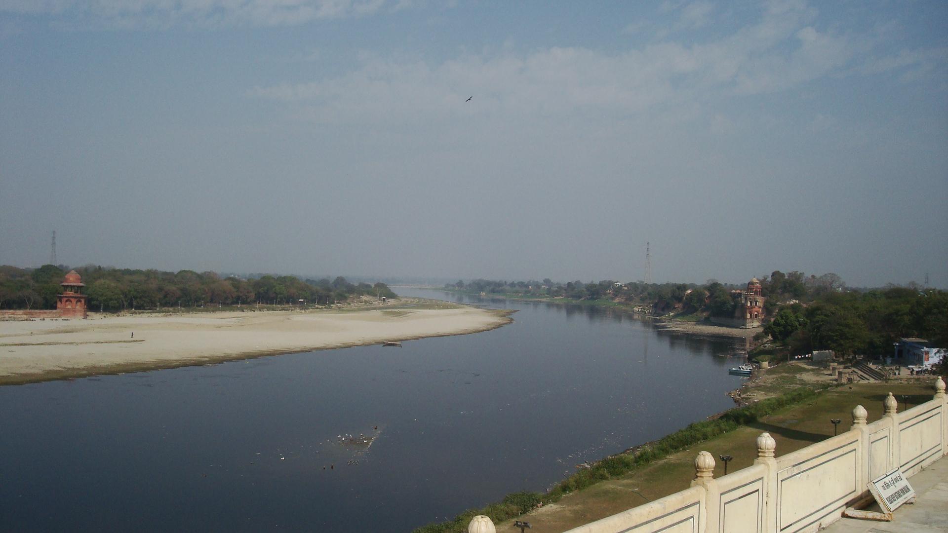 Yamuna RiverYamuna River Trash